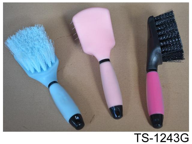 PLASTIC BRUSH