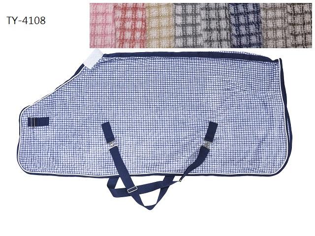 Grid Pattern Fleece Rug